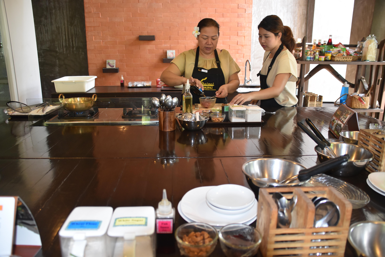 koken bij kookschool BaiPai in Bangkok