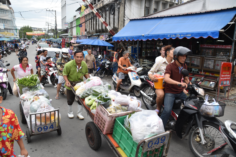 Maeklong trein markt train market Thailand